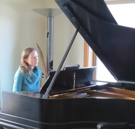 piano recording at Chuck Egner's Treehouse studio in Leavenworth (2015, photo by Sandy Vaughn)